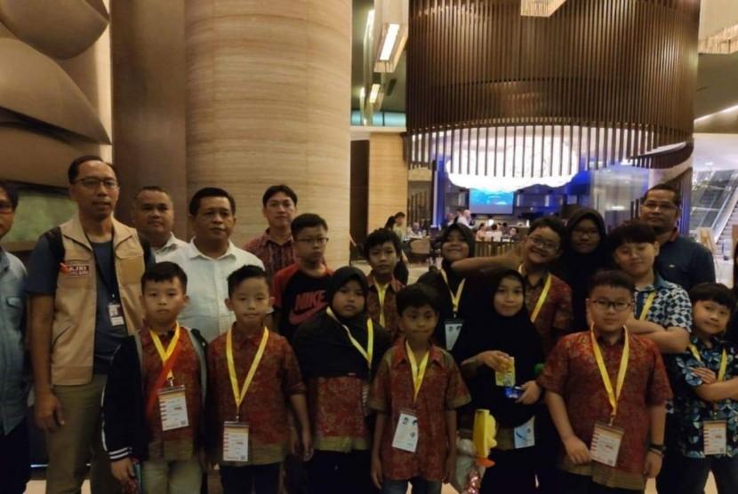Peserta olimpiade matematika asal Indonesia sempat terjebak di Bandara Internasional Hong Kong akibat dampak aksi protes Hong Kong.
