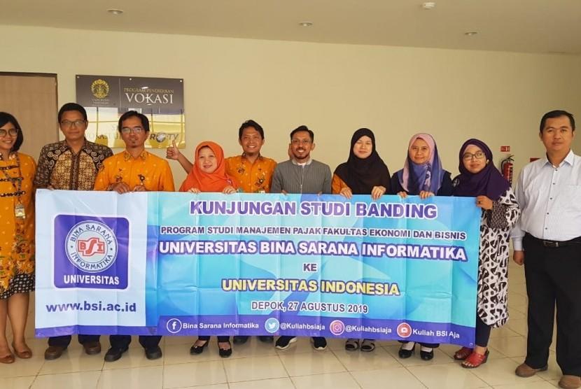 Peserta studi banding dari UBSI berfoto bersama dengan tim UI.