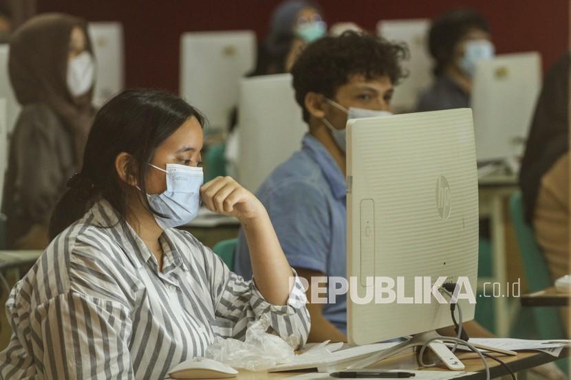 Peserta ujian bersiap untuk mengikuti UTBK SBMPTN (ilustrasi)