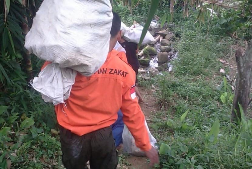 Petani di Desa Berdaya Puntukduro melakukan panen jagung, (3/3).