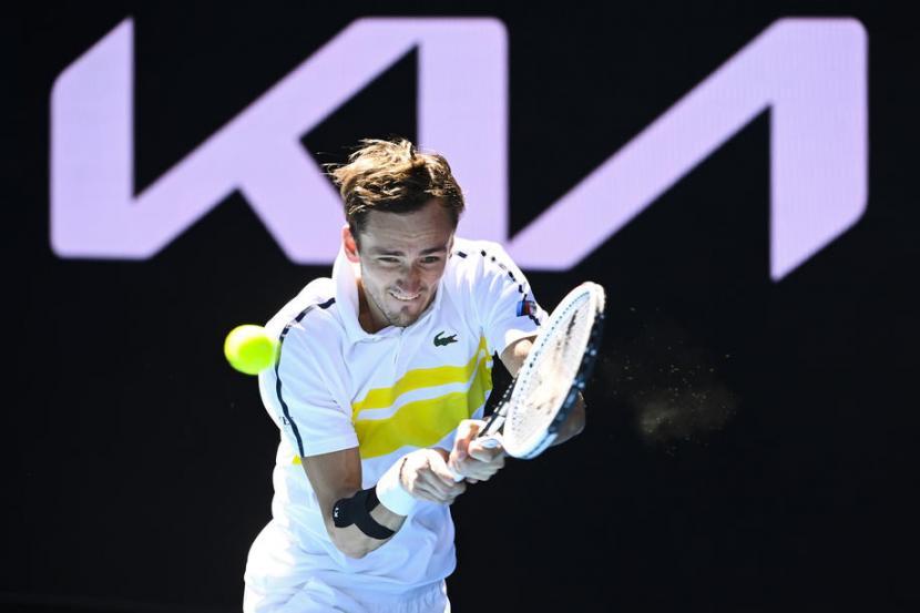 Petenis Rusia, Daniil Medvedev lolos ke babak ketiga Australia Open, Kamis (11/2).