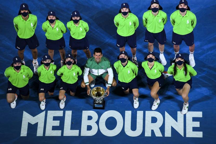 Petenis Serbia Novak Djokovic Juara Australia Open 2021.