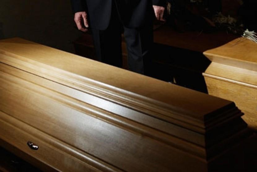 Peti mati di upacara pemakaman (ilustrasi)