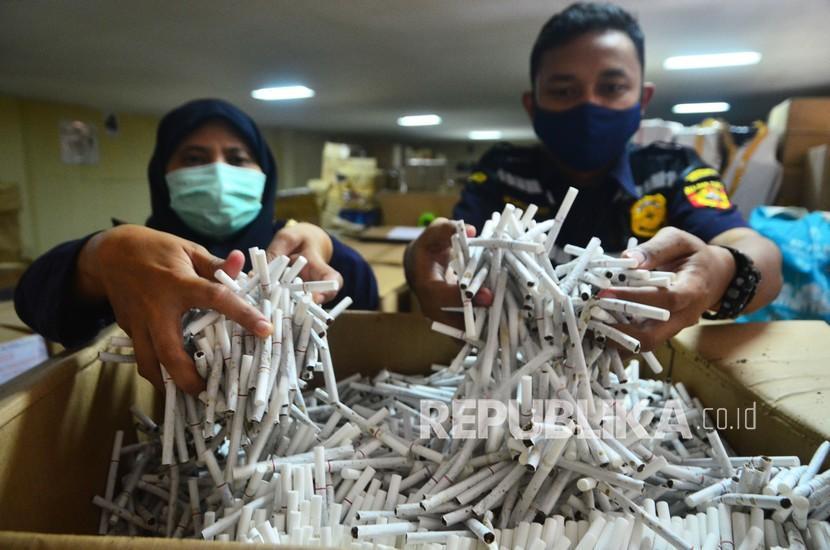 Bea Cukai Jateng-DIY Amankan 3,6 Juta Batang Rokok Ilegal (ilustrasi).