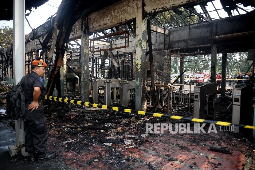 Stasiun Klender terbakar (ilustrasi).