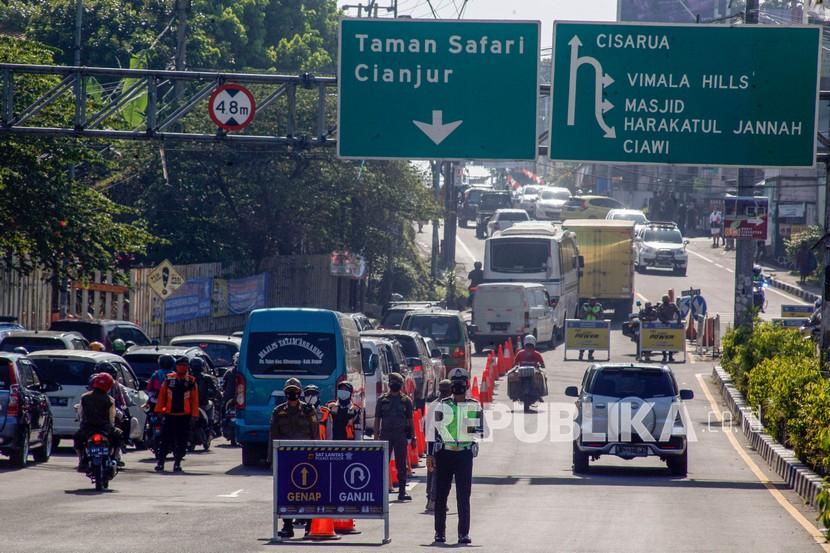 Rencana pembangunan jalur Puncak II dinilai bisa dongkrak ekonomi warga. Ilustrasi jalur puncak