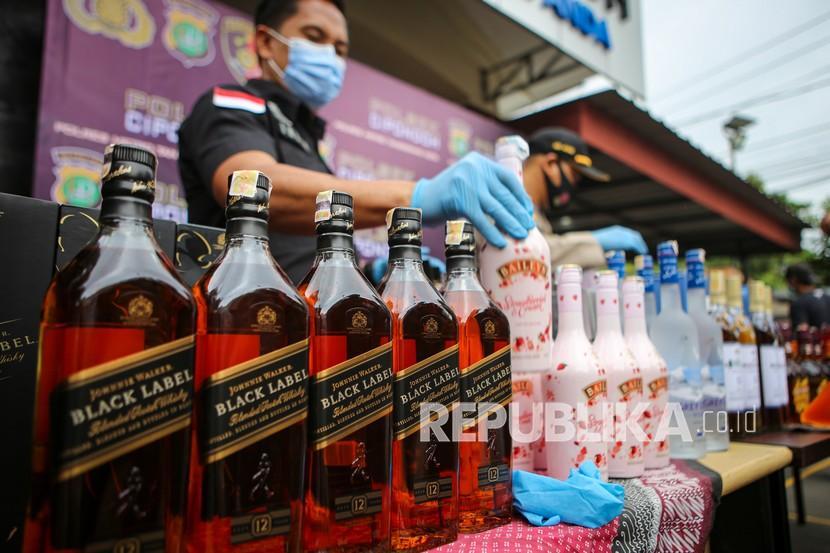 Jelang Ramadan, Polresta Bandung Mulai Razia Minuman Keras (ilustrasi).