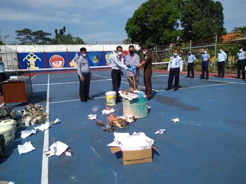 Sajam & Gas Portable Ditemukan di Kamar Napi Lapas Indramayu (ilustrasi).
