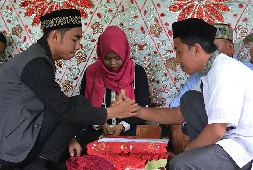 Kemenag Sumbar Warga Menikah Hanya Bisa Dilayani Di Kua Republika Online