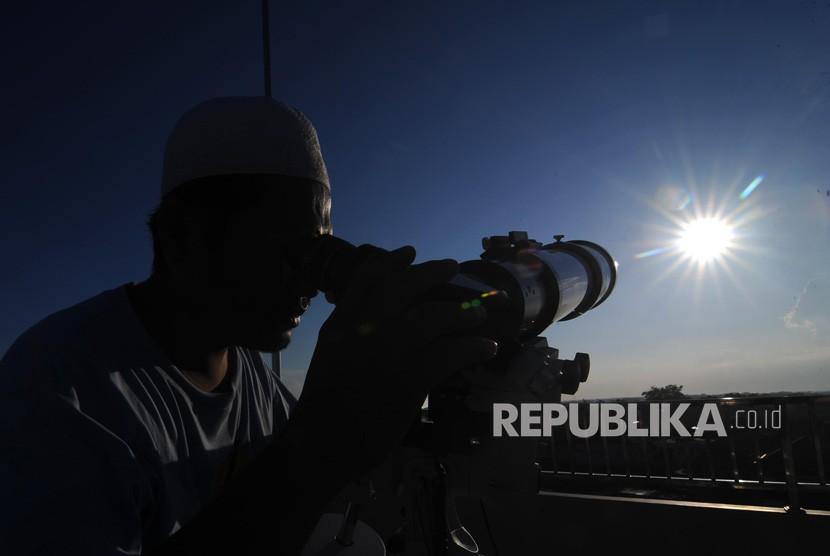 [Ilustrasi] Pemantauan hilal di Pamekasan, Jawa Timur.