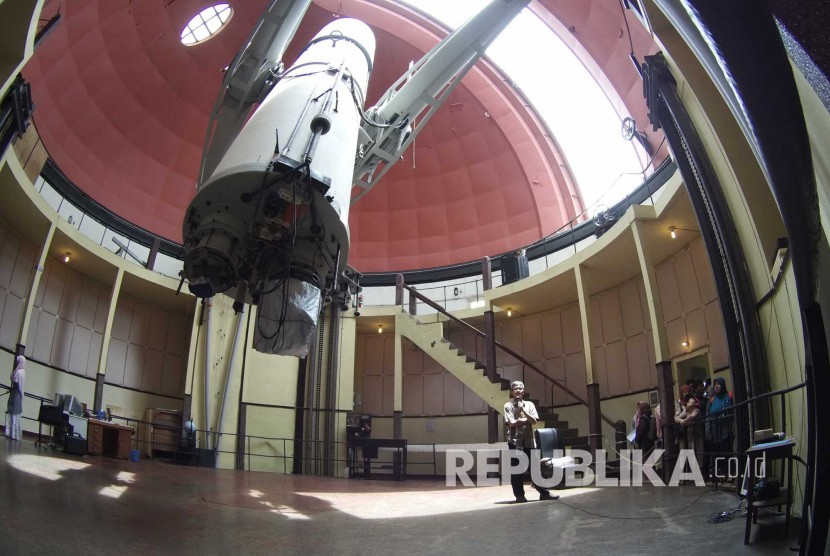 The National Institute of Aeronautics and Space (LAPAN) planned to build national observatory in the Timau Mountains, Central Amfoang sub-district, Kupang, East Nusa Tenggara (NTT). Meanwhile, Bosscha observatory will still be operated as research and education observatory.