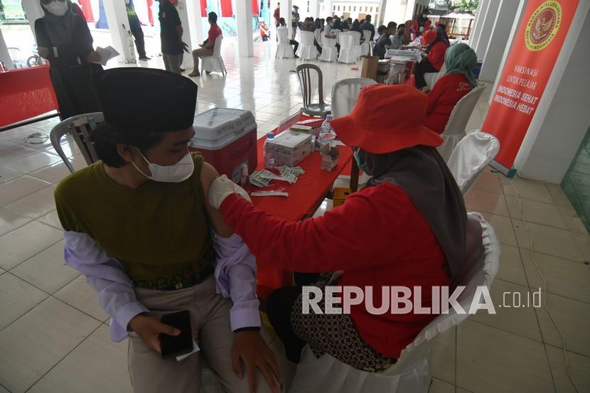 Darul Hikam Gelar Vaksinasi Massal Sambil Beri Konseling (ilustrasi).