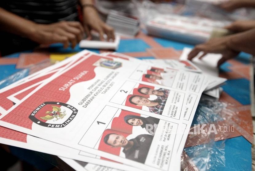 KPUD Takalar Temukan Puluhan Surat Suara Rusak   Republika Online