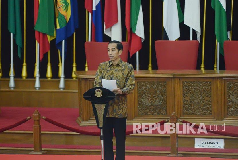 Pidato Presiden RI Joko Widodo pada peringatan Pidato Bung Karno 1 Juni 1945, di Gedung Merdeka, Kota Bandung, Rabu (1/6). (Republika/Edi Yusuf).
