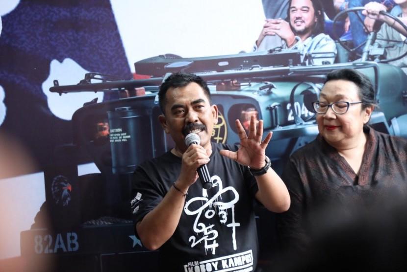 Pidi Baiq menyutradarai film Koboy Kampus.