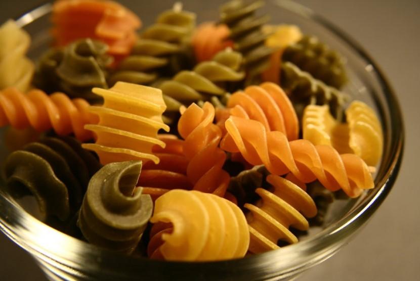 Pilah pilih makanan berkabohidrat jika ingin menurunkan berat badan. Pastikan tidak mengeliminasi karbohidrat sama sekali dalam keseharian.
