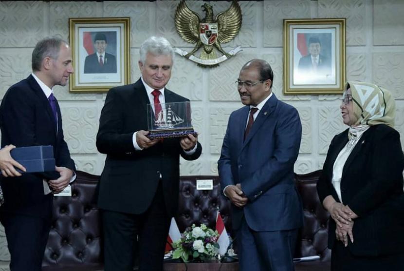 Pimpinan Dewan Perwakilan Daerah (DPD) RI menerima kunjungan Kehormatan Presiden Senat Republik Ceska HE Milan Stech beserta rombongan delegasi.