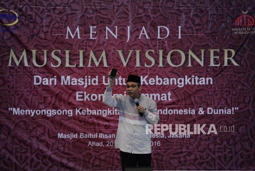 """Pimpinan Majelis Ta'lim Wirausaha (MTW) Ust. Valentino Dinsi menjadi nara sumber dalam seminar berjudul """"Menjadi Muslim Visioner"""