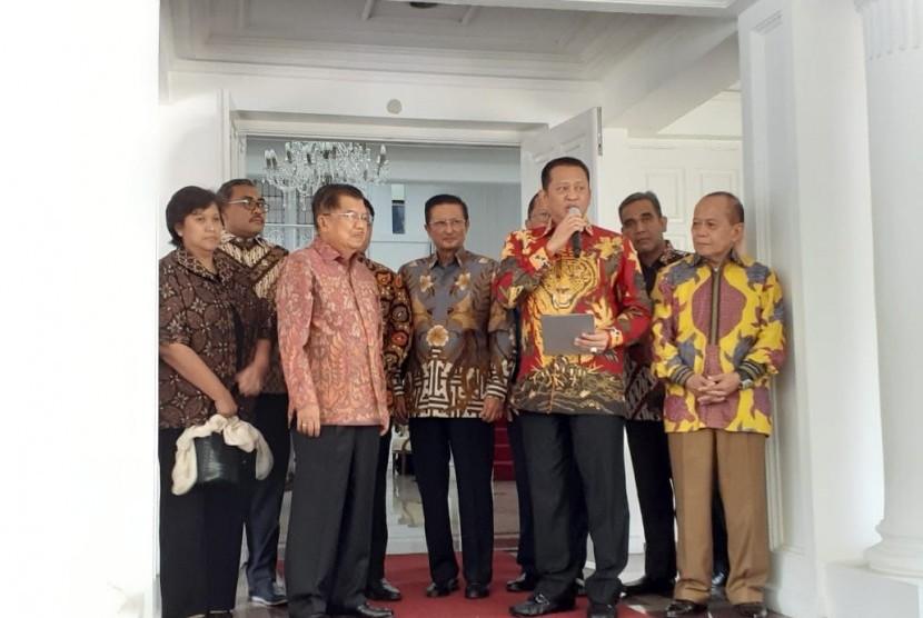 Pimpinan MPR Temui Wakil Presiden Jusuf Kalla di Rumah Dinas Wapres, Jalan Diponegoro, Menteng, Jakarta, Kamis (17/10).