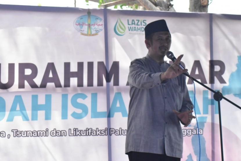 Pimpinan Umum Wahdah Islamiyah Ustaz Zaitun Rasmin hadir di acara silaturahim Akbar wahdah Islamiyah dengan warga terdampak gempa, tsunami dan likuefaksi di Petobo, Palu Kamis (1/11).
