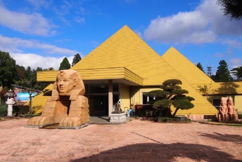 Piramid buatan yang terletak di Perfektur Tochigi, Jepang