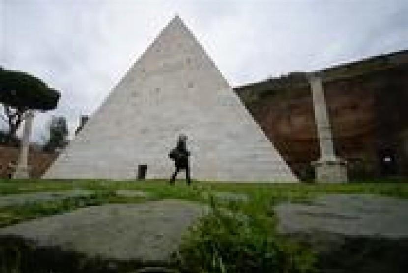 piramida di Roma