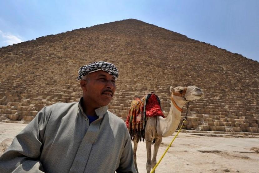 Piramida, salah satu tujuan wisata di Mesir