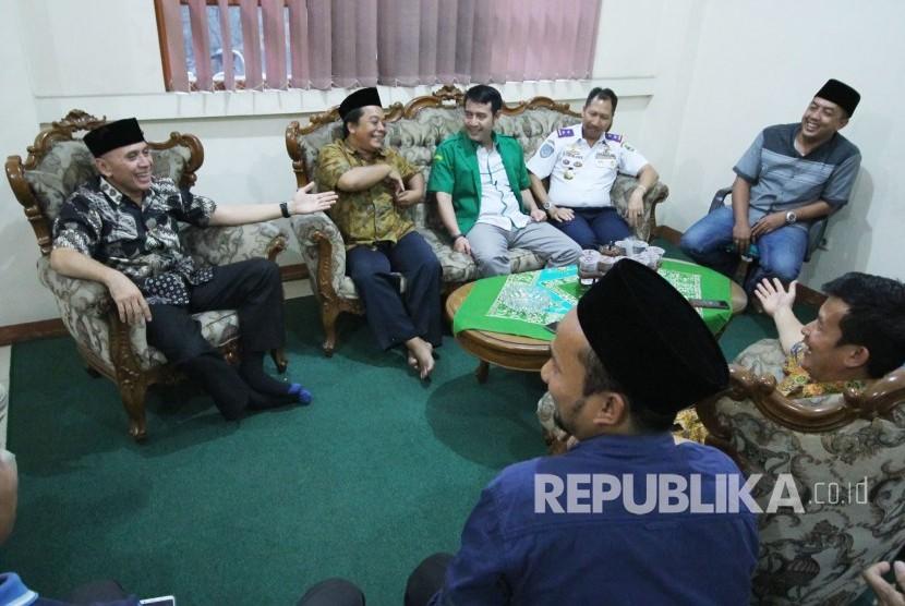 Pj Gubernur Jawa Barat Komjen Pol M Iriawan bersilaturahim ke Kantor Pengurus Wilayah Nahdlatul Ulama (PWNU) Jawa Barat, di Jalan Galunggung, Kota Bandung, Rabu (20/6).