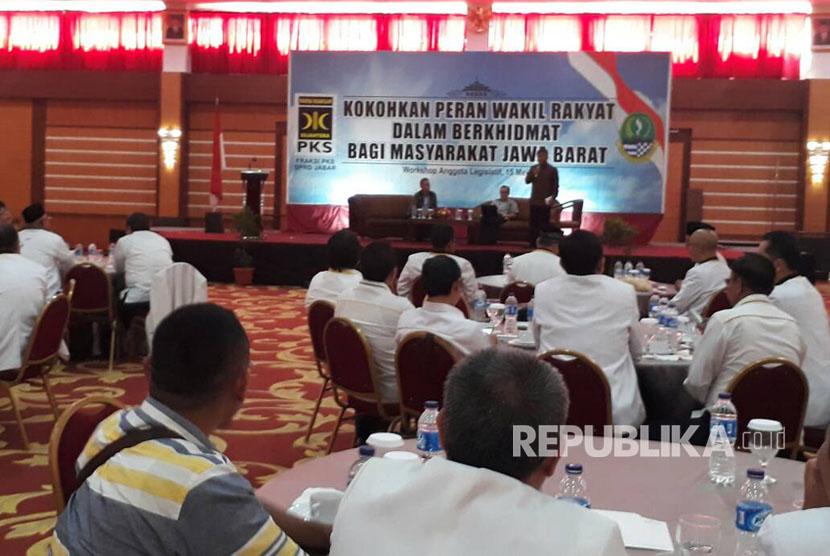 PKS Jabar, menggelar workshop untuk semua Anggota DPRD se-Jabar sekaligus Konsolidasi Pemenangan Pilkada Serentak di Jabar, Senin (15/5).