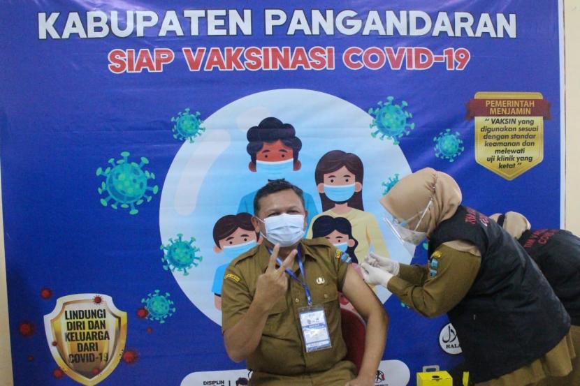 Pelaksanaan vaksinasi Covid-19 di Kabupaten Pangandaran.