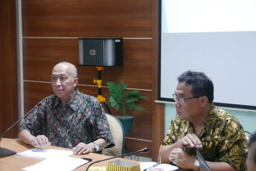 Plh. Direktur Politeknik Kesos, DR Marjuki (kiri) menyammpaikan sambutan saat sosialisasi Poltek Kesos.