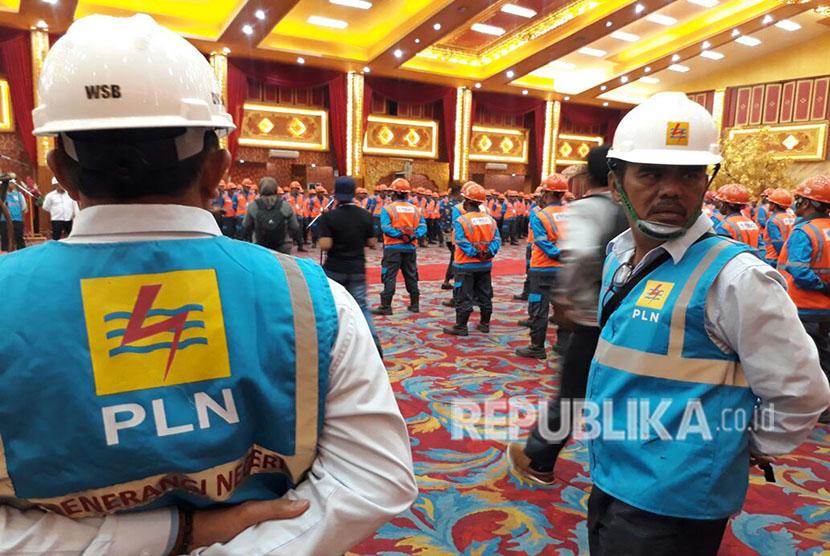 PLN Bukittinggi, Sumatra Barat menggelar apel kesiapan pasokan listrik. (Ilustrasi).