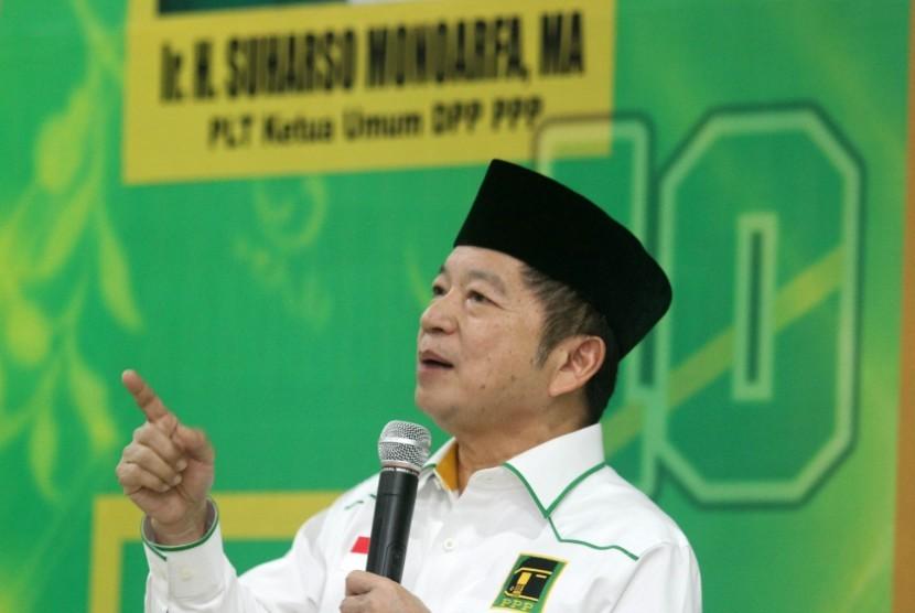 Plt Ketua Umum Partai Persatuan Pembangunan (PPP) Suharso Monoarfa menyapaikan sambutan saat bersilaturahmi dengan simpatisan Partai Persatuan Pembangunan di Padang, Sumatera Barat, Kamis (27/6/2019) malam.
