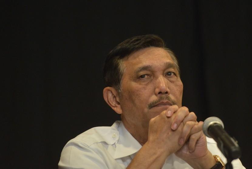 Plt. Menteri ESDM Luhut Binsar Pandjaitan memberi keterangan pers di Kantor Kementerian Keuangan, Jakarta, Jumat (23/9).