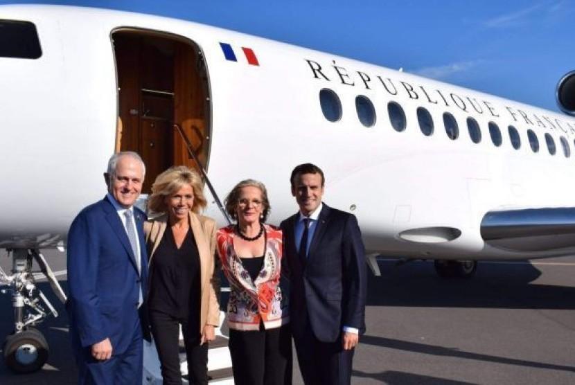 PM Malcolm Turnbull menumpang pesawat pribadi Presiden Perancis, Emmnuel Macron dalam perjalanan dari Hamburg, Jerman menuju Paris.