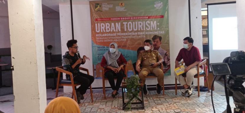 Pokdarwis Hutan Bambu Bekasi mewakili BUMMas Margahayu Berdaya menjadi narasumberdalam FGD Urban Tourism yang diselenggarakan oleh Satgas Pemulihan dan Transformasi Ekonomi Jawa Barat, Senin (18/10).