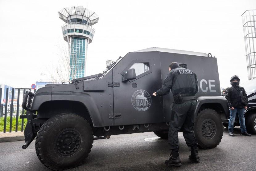Polisi Prancis.