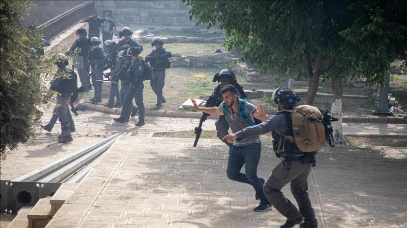 Polisi Israel mengadang warga Palestina