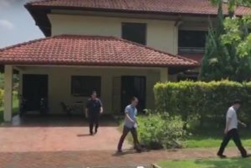 Polisi Sita Beberapa Kotak Barang dari 'Rumah Aman' Najib
