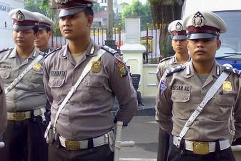 Polisi terlibat pelanggaran dipecat (ilustrasi).Satuan Brimob Polda Kalimantan Selatan memecat dua anggota polisi secara tidak hormat karena keduanya melakukan pelanggaran berat.