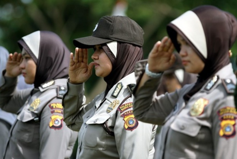 Polisi wanita (Polwan) Polresta Banda Aceh mengenakan jilbab