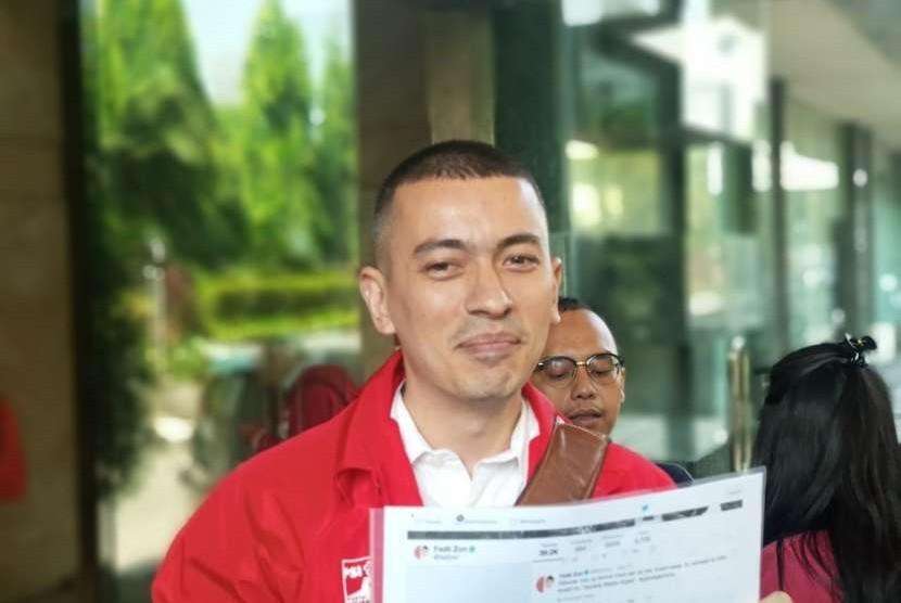 PSI, Politikus PSI Rian Ernest melaporkan Fadli Zon ke Bareskrim Polri, Jakarta, Selasa (25/9).