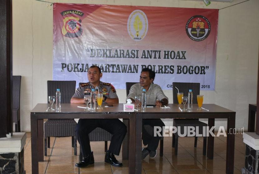 Polres Bogor melakukan deklarasi anti hoax bersama pokja wartawan polres bogor, Senin (12/3).