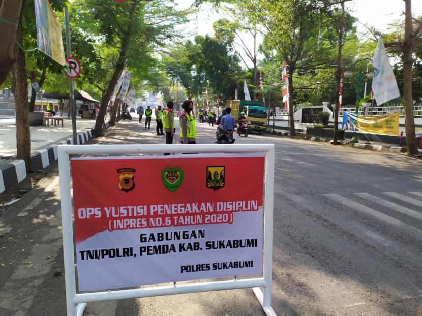 Satpol PP Gencar Tertibkan PKL di Alun-alun Palabuhanratu (ilustrasi).