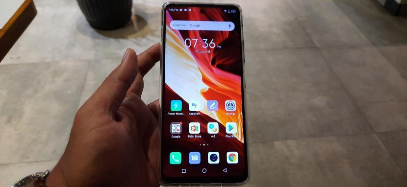 Ponsel Infinix Note 10 Pro tampak depan