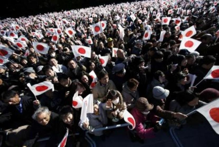 Populasi Jepang menyusut di tahun ketiga di mana jumlah orang tua menguasai seperempat dari total populasi untuk pertama kalinya.