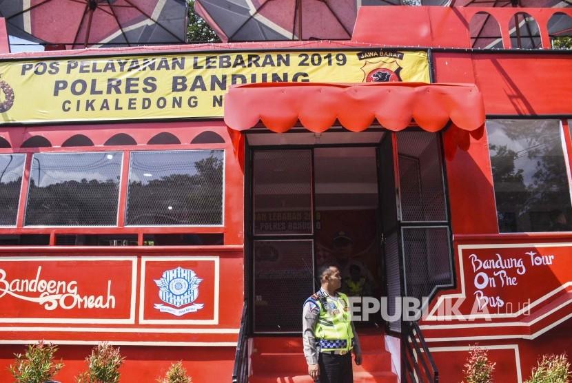 Pos Pelayanan Lebaran 2019 Cikaledong berbentuk Bandung Tour On The Bus atau Bandros, di Jalur Selatan Nagreg, Kabupaten Bandung, Kamis (30/5).