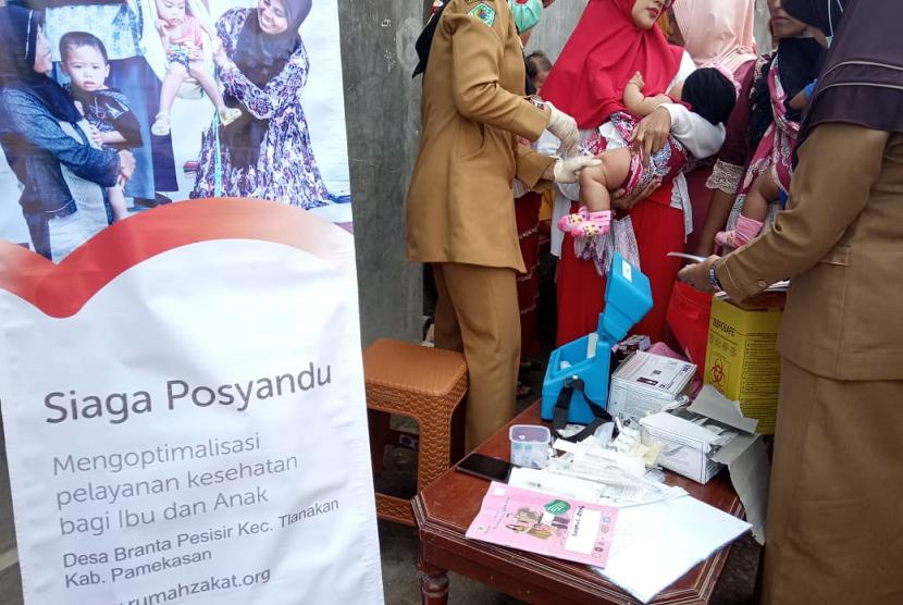 Posyandu Balita di Desa Branta Pesisir binaan Rumah Zakat.