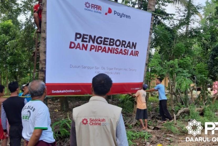 PPPA Daarul Qur'an melakukan pengeboran air dari sungai dan menyediakan mesin air serta penampungan air untuk masyarakat Sanggar Sari, Lombok Utara.