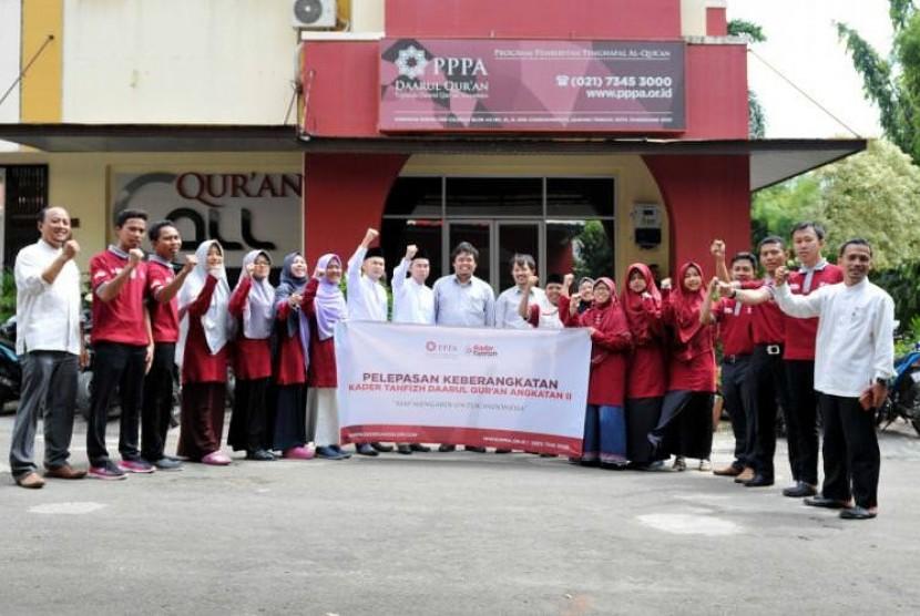 PPPA Daarul Qur'an melepas 12 kader tahfizh untuk ditempatkan di Rumah Tahfizh dan Kampung Qur'an di berbagai daerah di Indonesia pada Senin (12/3).